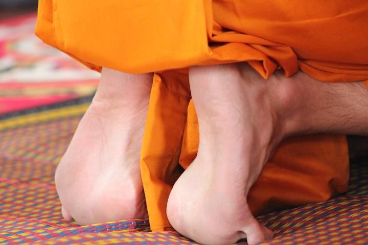 タイ 僧侶の足