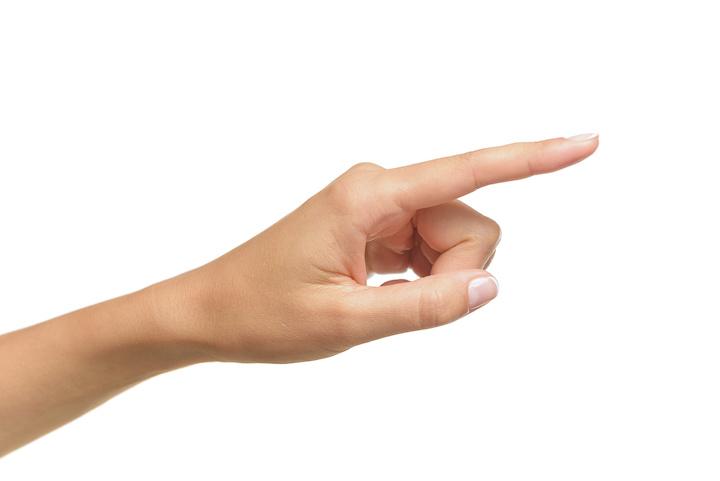 左手 指を差す