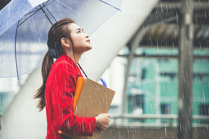 タイ 雨季 女性